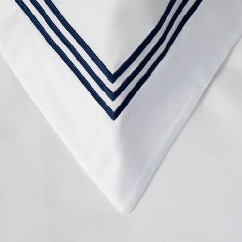800 Hilos Algodón Egipcio Colección Milano - Blanco con triple cordón Azul Marino - Funda de almohada