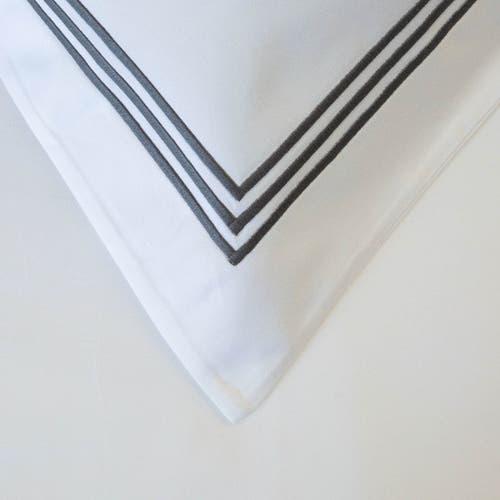 800 Hilos Algodón Egipcio Colección Milano - Blanco con triple cordón Gris oscuro - Funda de almohada